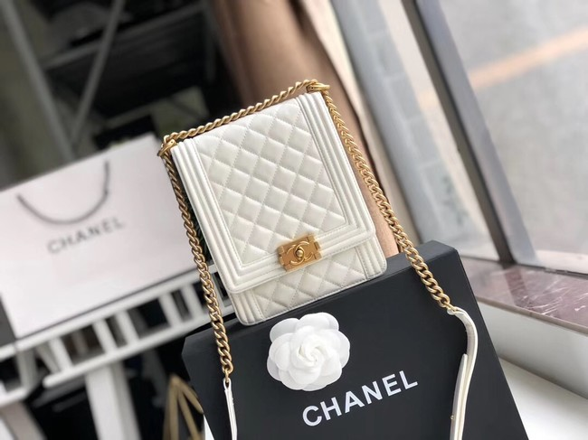 Boy chanel handbag Patent leather & Gold-Tone Metal AS0130 white